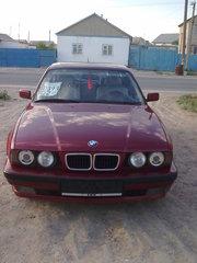 Машина BMW 525 E34